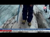 На высшей точке Европы - горе Эльбрус - туристы из Крыма, ДНР и с материковой России развернули флаг телеканала «Крым 24».