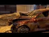 Lexus врезался в бетонное ограждение