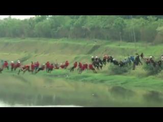 245 человек одновременно спрыгнули с моста