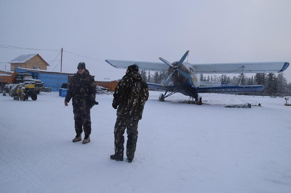 РЫбалка - на аэродроме - Артур и Дмитрий