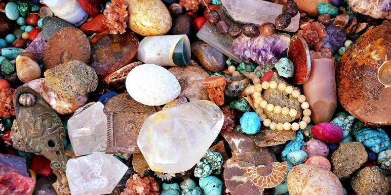По дням недели какие камни носить на руках, в сережках
