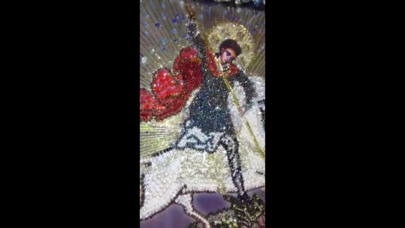 эта икона Георгия победоносца вышита каменьями и подарина В В Путину вышивала Л А Компель