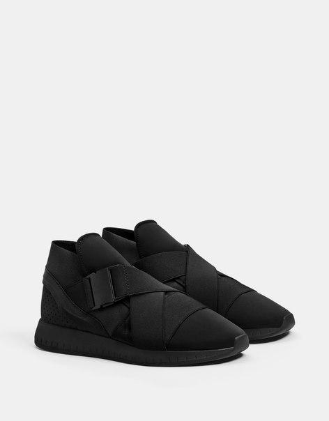 Кроссовки с высоким верхом и эластичными деталями