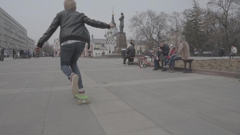 Скейты у памятника Чернышевскому Полетаем Артём КаZантип