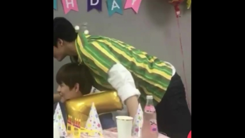 1. Jeno leaning in - 2. Jaemin poking his stomach - 3. Jaemin held Jenos elbow - 4. hands.