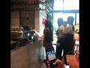 180814 Чонен Момо Сана Мина Чеён Цзыюй в кафе Soul Cup в новом здании JYPE cr yilihhhhh