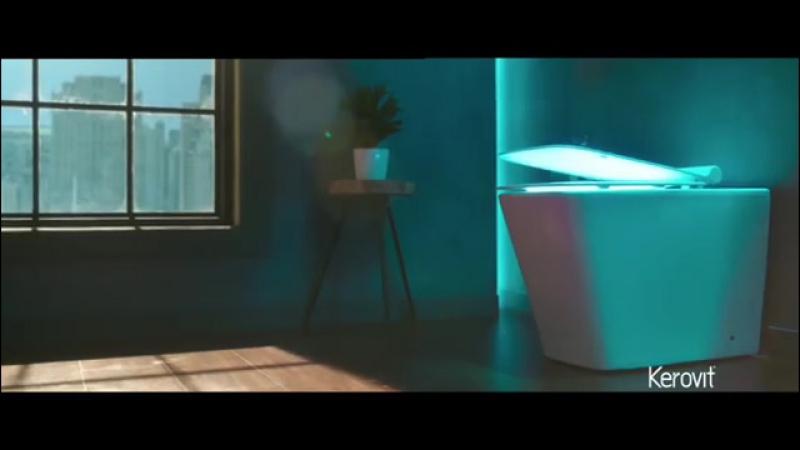 Анушка Шарма в рекламе туалетной мебели