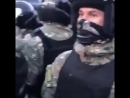 Шокирующая Украина ультрас воткрытую издеваются ираздают подзатыльники полицейскому спецназу