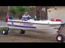 Моторная лодка на колесах