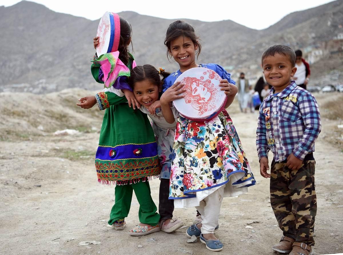 И девчонки с бубнами: Афганские зарисовки