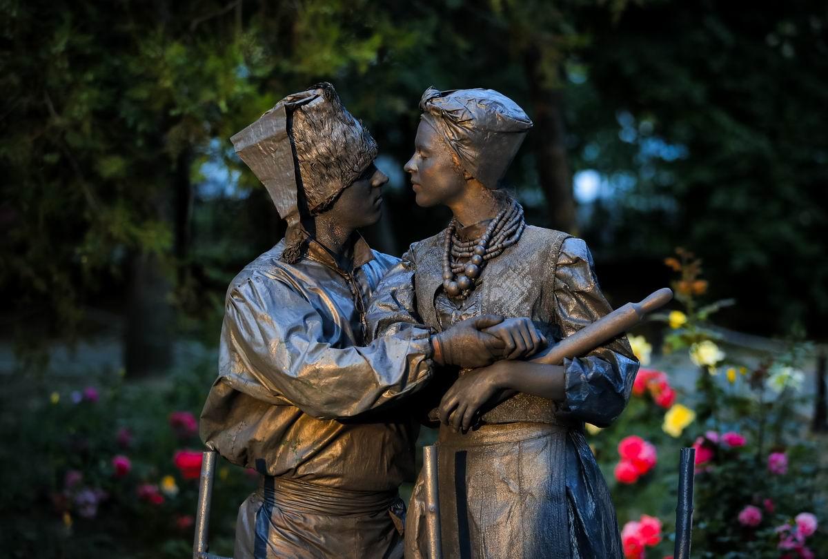 Про Грыцько и Параску: Один день из жизни украинцев на Фестивале живых статуй в Бухаресте
