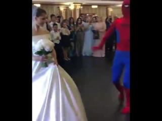 Дагестанский человек-паук на лезгинской свадьбе