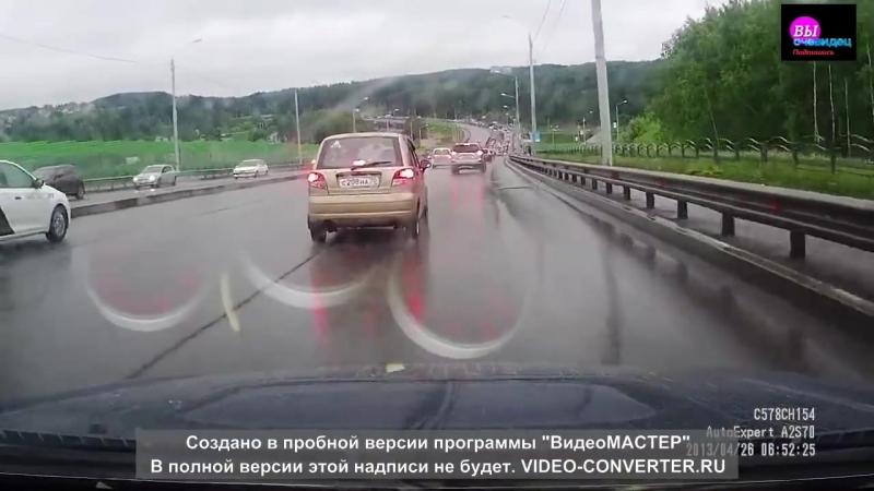 Томске груженный щебнем самосвал устроил ДТП с 15-ю автомобилями 14062018