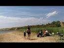 23-06-2018 Угорское озеро. Настя запускает воздушного змея. 1