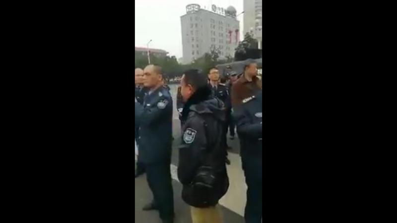 中共暴政下警察也开始维权了——快了,真的快了!