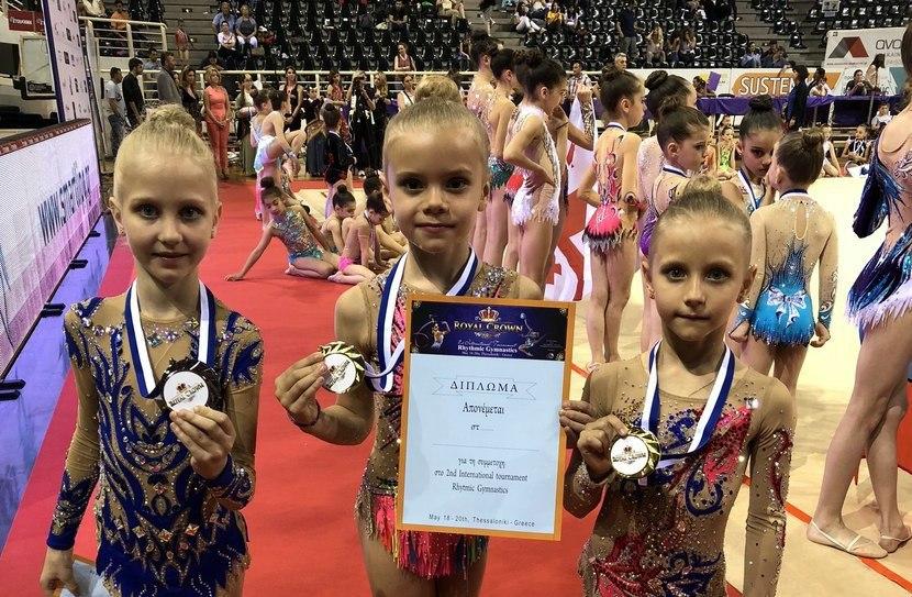 Две золотые награды привезли гимнастки из Савеловского с международных состязаний