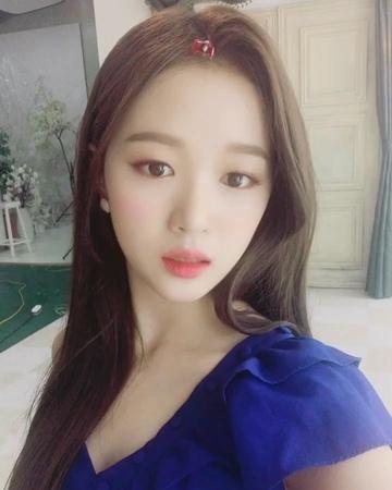 """김혜림 on Instagram: """"All eyez on me 👀😍 hyerim seungji alleyezonme 👀 comeback 2018.7.27"""""""