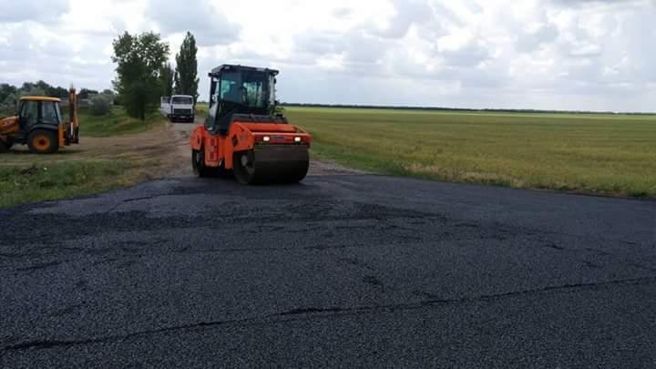 Ремонтні роботи на автодорозі Т-15-08 Калинівка-Снігурівка продовжуються.