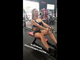 Nicole Aniston в спортзале