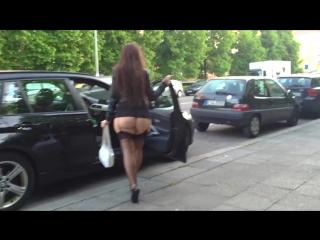 Вкусная зрелая попка шагает по гратуару (Эротика со зрелыми женщинами, mature, MILF, Мамки, XXX)(hotmoms_18plus)