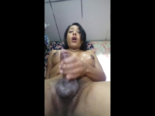 Brunettehotts cums 4 times in a row handsfree