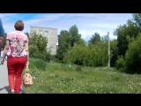 Milf with big ass in red pants (Парню понравилось как мамка трясла своей спелой жопой и начал снимать ее)