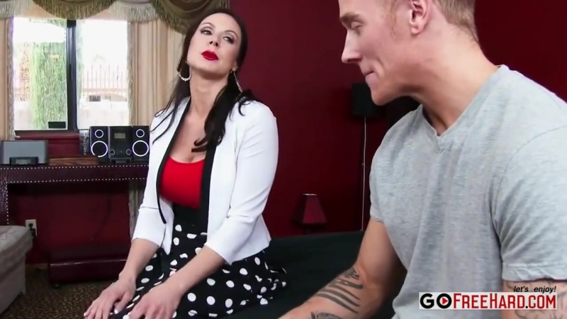 MILF KENDRA LUST IN A SEXY LINGERIE FUCKED BY A YOUNG GUY секс порно сиськи попа мамка зрелые русское домашнее
