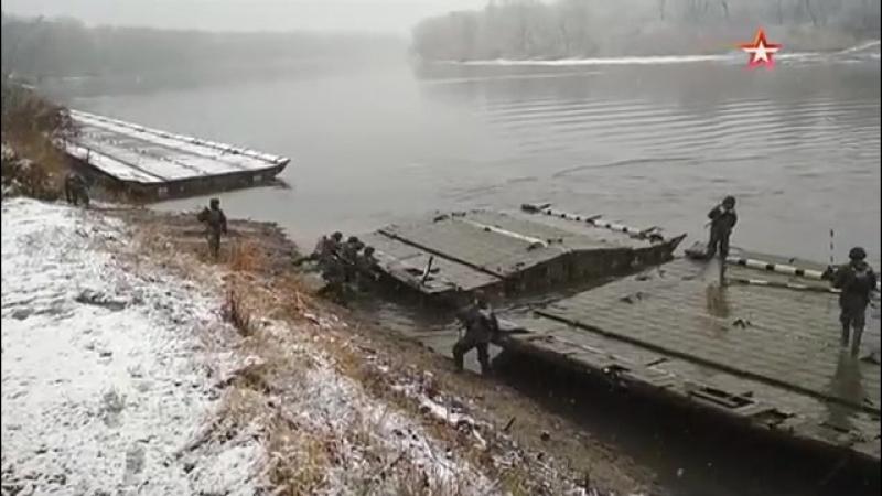 Инженерные подразделения ЮВО обеспечили переправку войск по 100 метровому понтонному мосту АрмияРоссии Армия