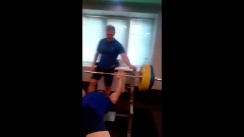 Жим лёжа 180 кг.