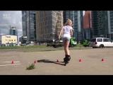 Королева роликов. 12-и летняя спортсменка выполняет невероятные трюки.