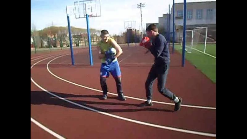 василий проводит спаринг по правилам бокса с мма бойцом .