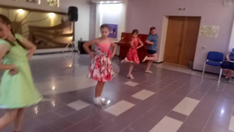 Юные таланты в Чайке танец Русские матрешечки