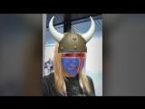 Яна Рудковская в маске болельщика Исландии