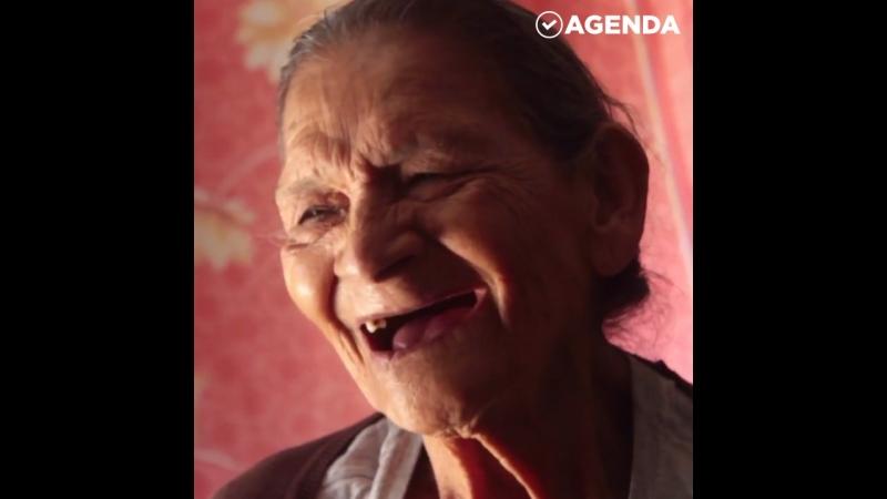 Мексиканка села за школьную скамью в 96