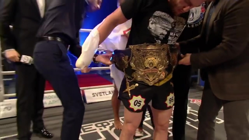 V Аскеров против Хасана Мухареба Бой за титул чемпиона мира