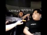 Друзья разыгрывают наивного корейца с помощью игрушечного оружия