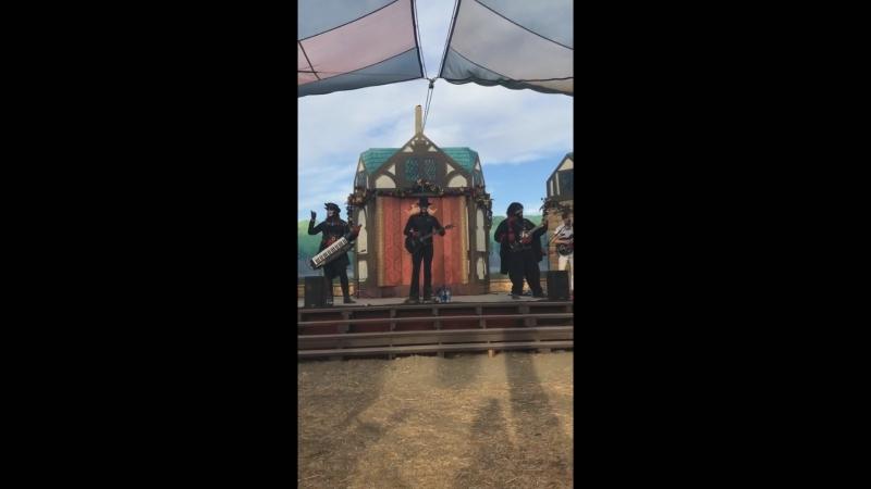 Компиляция видео с выступления Steam Powered Giraffe на Renaissance Pleasure Faire'18