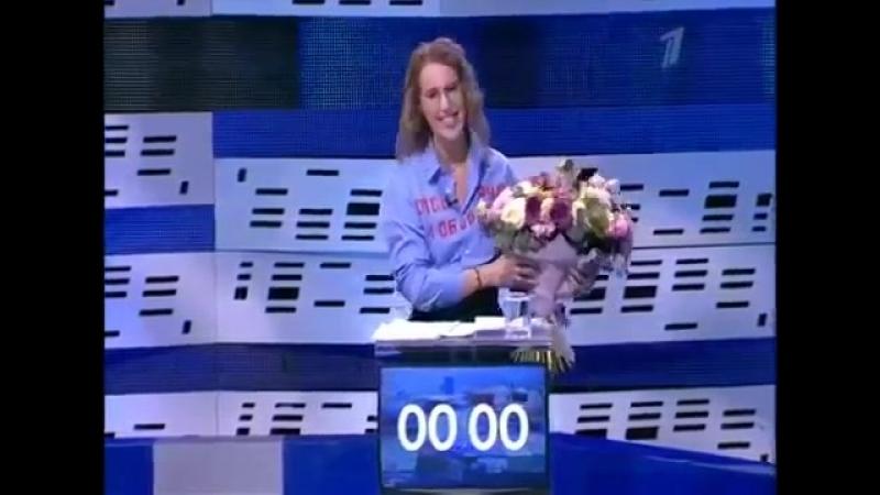 Грудинин поздравил всех женщин с праздником и извинился перед Собчак за Жириновского подарив ей цветы