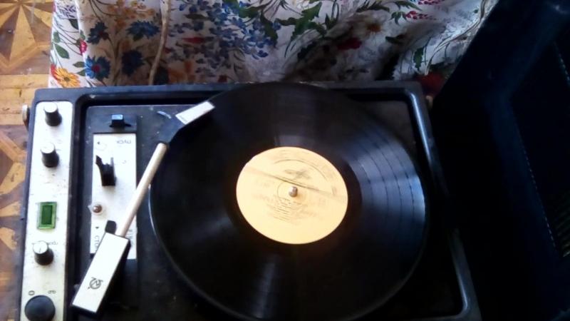 Крависвая песня с грамофонной пластинки