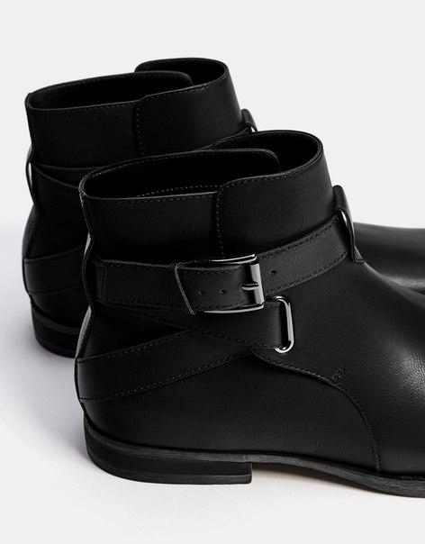 Ботинки с пряжкой