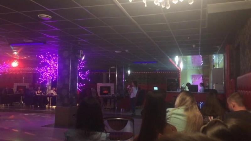 Кусочек stand up в ресторане Корона)