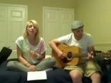 Девушка очень красиво поёт песню Paparazzi )))