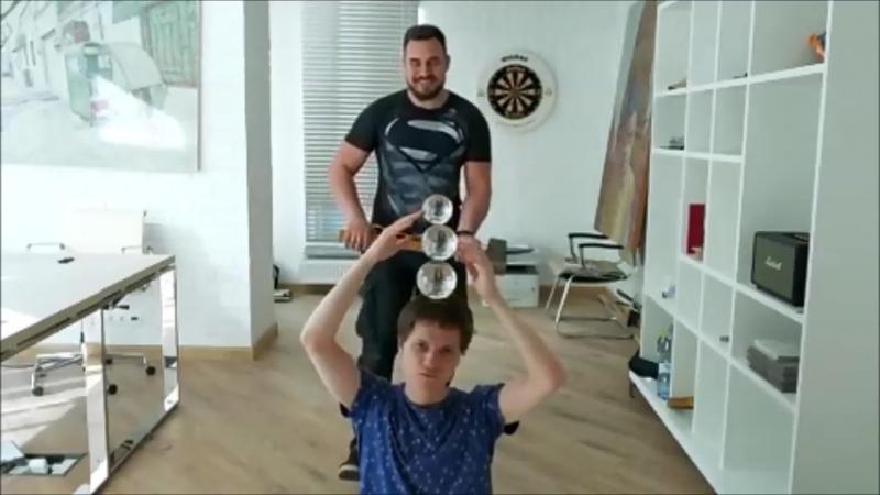 крутое парное контактное жонглирование