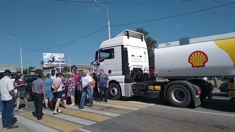 Протестующие сельчане перекрыли трассу, ведущую в Воронеж