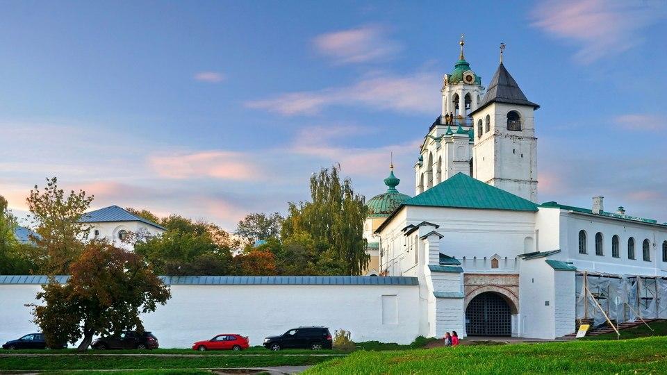 cAaYO859wiw Спасо-Преображенский монастырь в Ярославле.