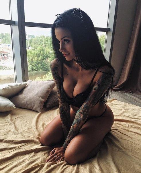 Jiggly boob movie clips