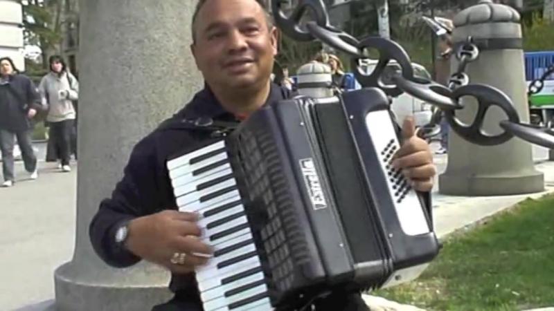 Уличные музыканты. 'Аккордеон - виртуоз' - Мадрид - street music.mp4