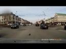 В Татарстане подросток спас из под колёс машины котёнка переходившего дорогу