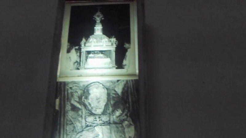 Мощи св.Франциска Ксавье в храме в Гоа