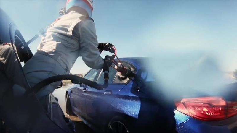 BMW M5 проехал 8 часов в управляемом заносе с дозаправкой на ходу